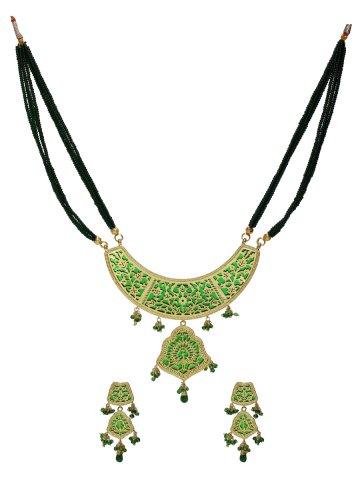 https://static4.cilory.com/147917-thickbox_default/elegant-theva-pendant-with-earrings.jpg