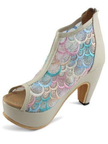 https://static1.cilory.com/285827-thickbox_default/estonished-cream-women-heels.jpg