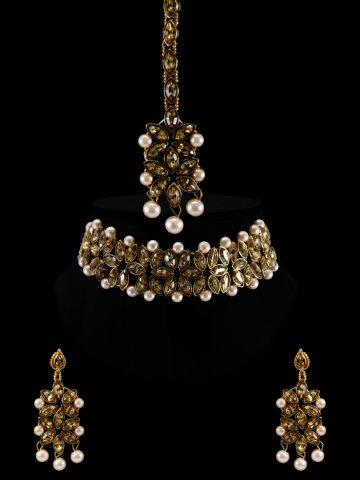 https://static6.cilory.com/399414-thickbox_default/kundan-necklace-set-with-maang-tikka.jpg