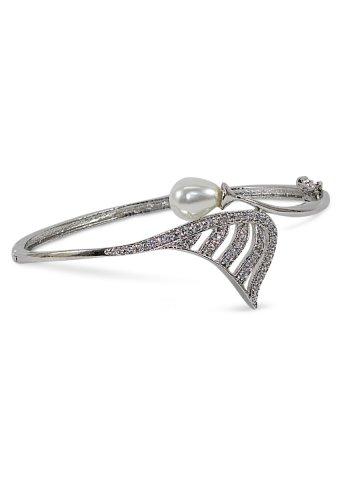 https://static8.cilory.com/401525-thickbox_default/trendy-pearl-american-diamond-bracelet.jpg